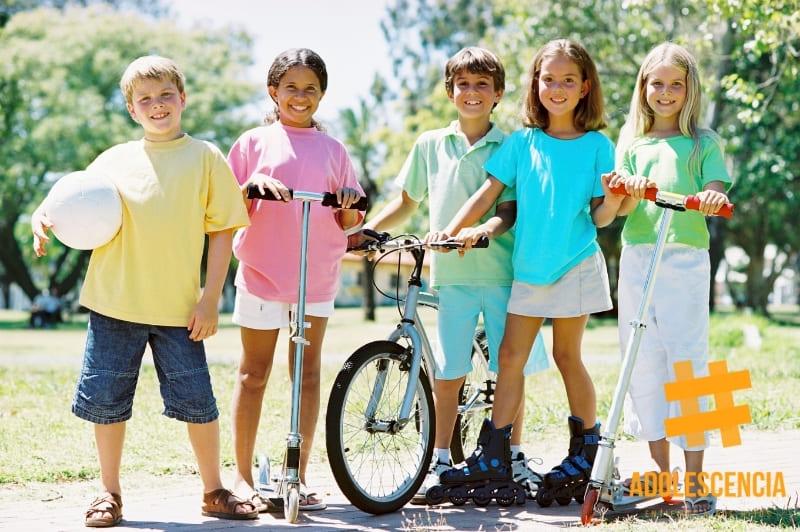 Niños preadolescentes haciendo deporte