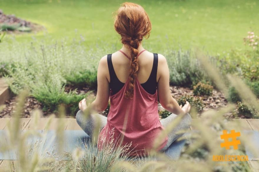 Problemas de concentración Adolescente meditando