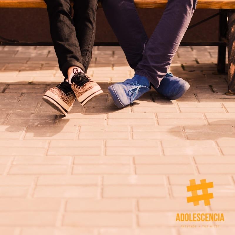 """Consejos y relacionados , """" adolescentes sentados en un banco."""